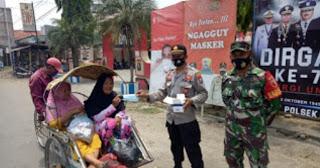 Ops. Yustisi, Kapolsek Klampis Polres Bangkalan Bagikan Masker
