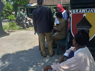 Polsek Modung Polres Bangkalan Berikan Hukuman Pada Pelanggar Prokes
