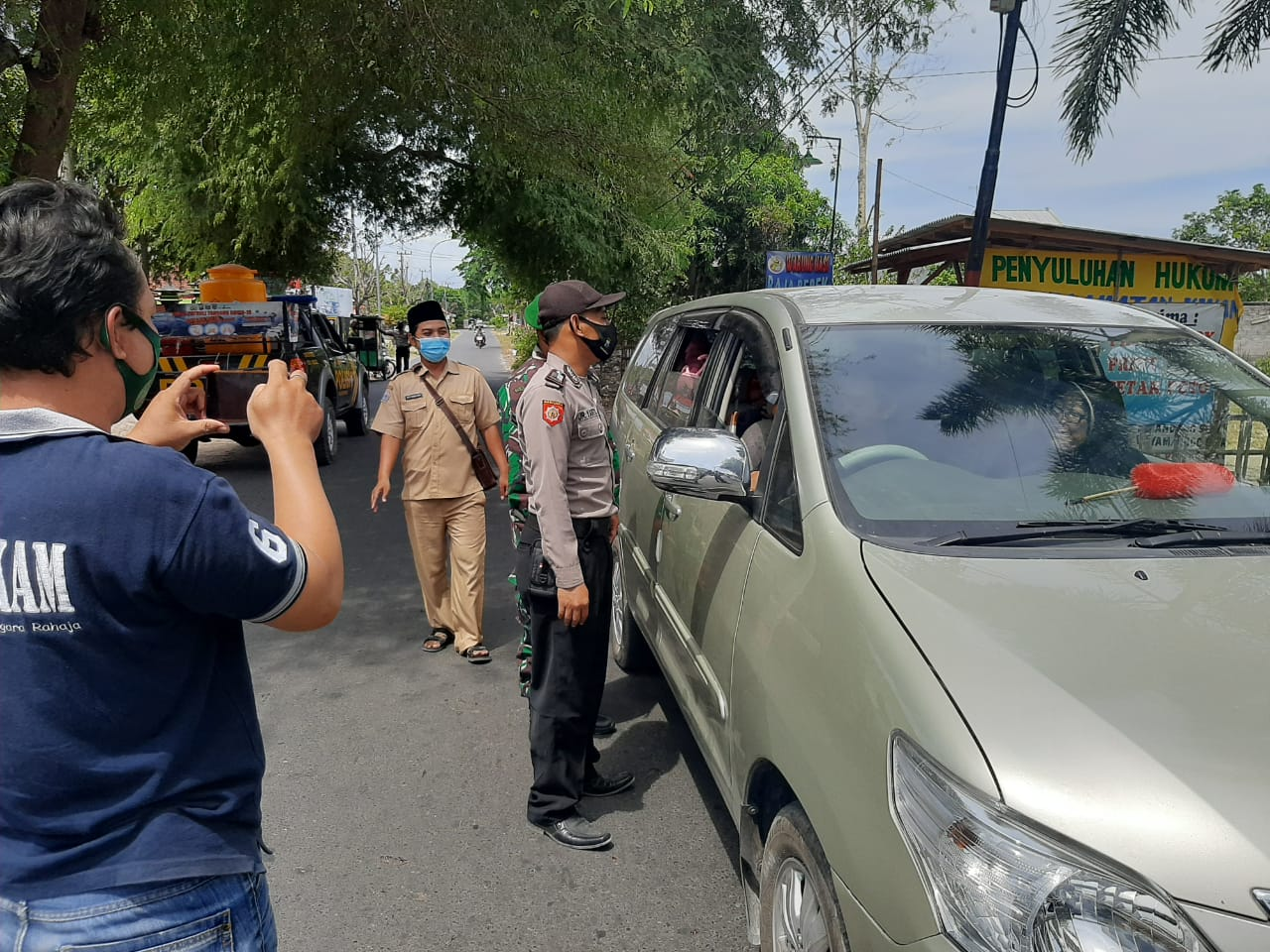 Laksanakan Operasi Yustisi, Anggota Polsek Kwanyar Polres Bangkalan Beri Teguran Kepada Warga